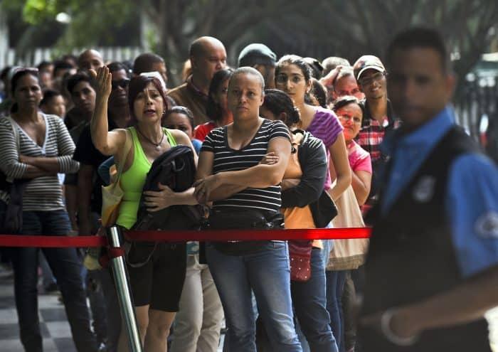 Venezuela facts: Supermarket line
