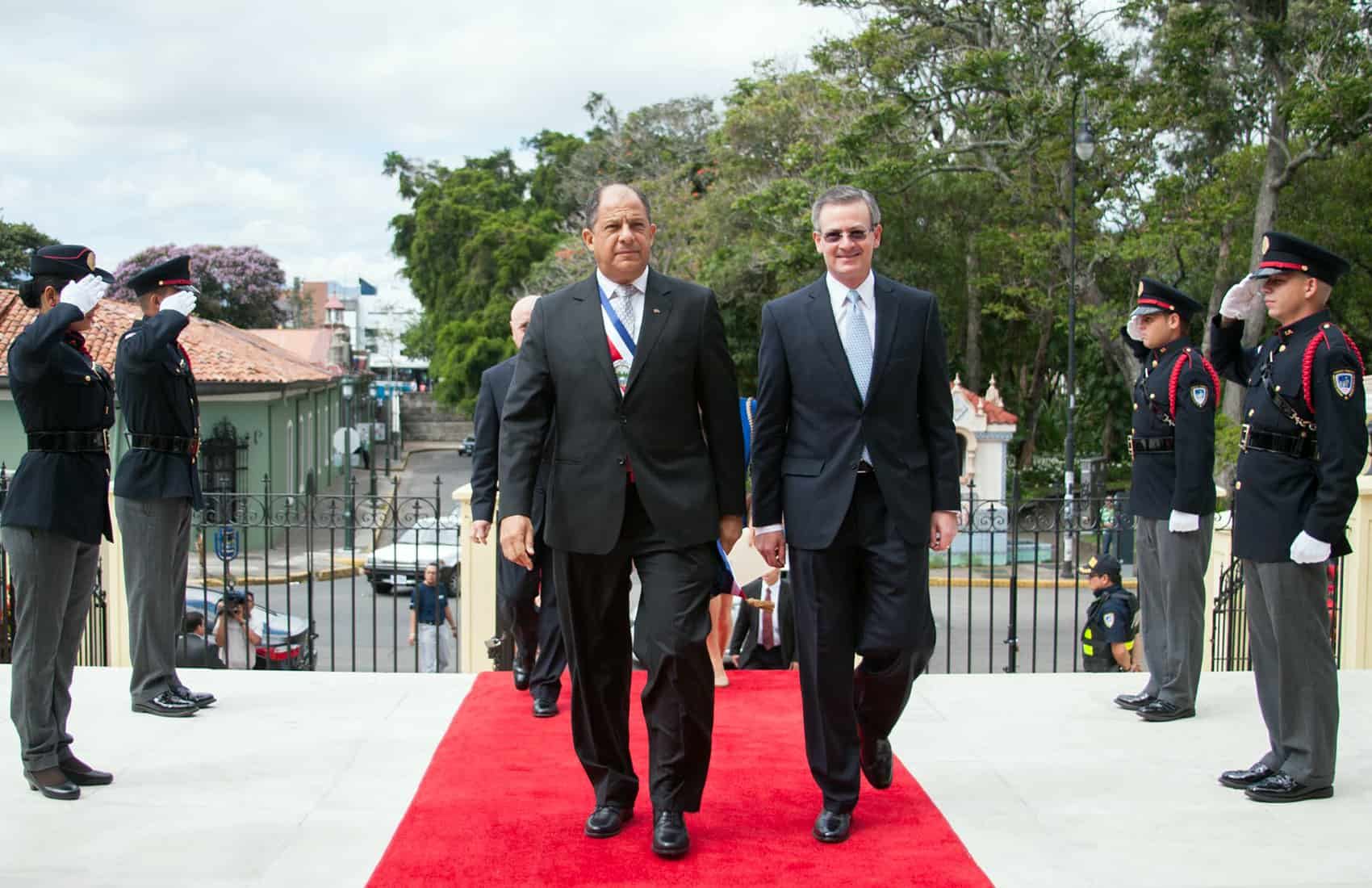 Solís trip to Cuba: President Luis Guillermo Solís and Foreign Minister Manuel González
