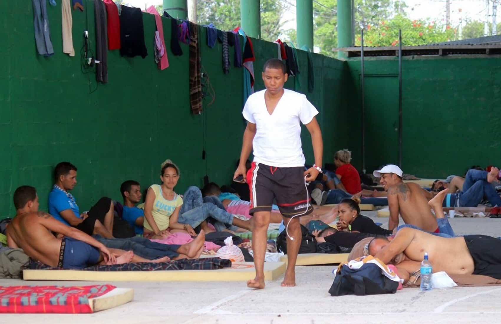 Cuban migrants at Paso Canoas