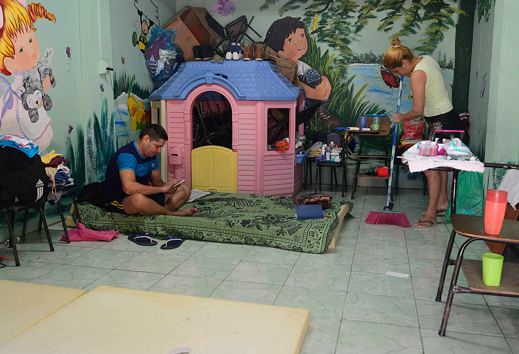Cuban migrants shelter