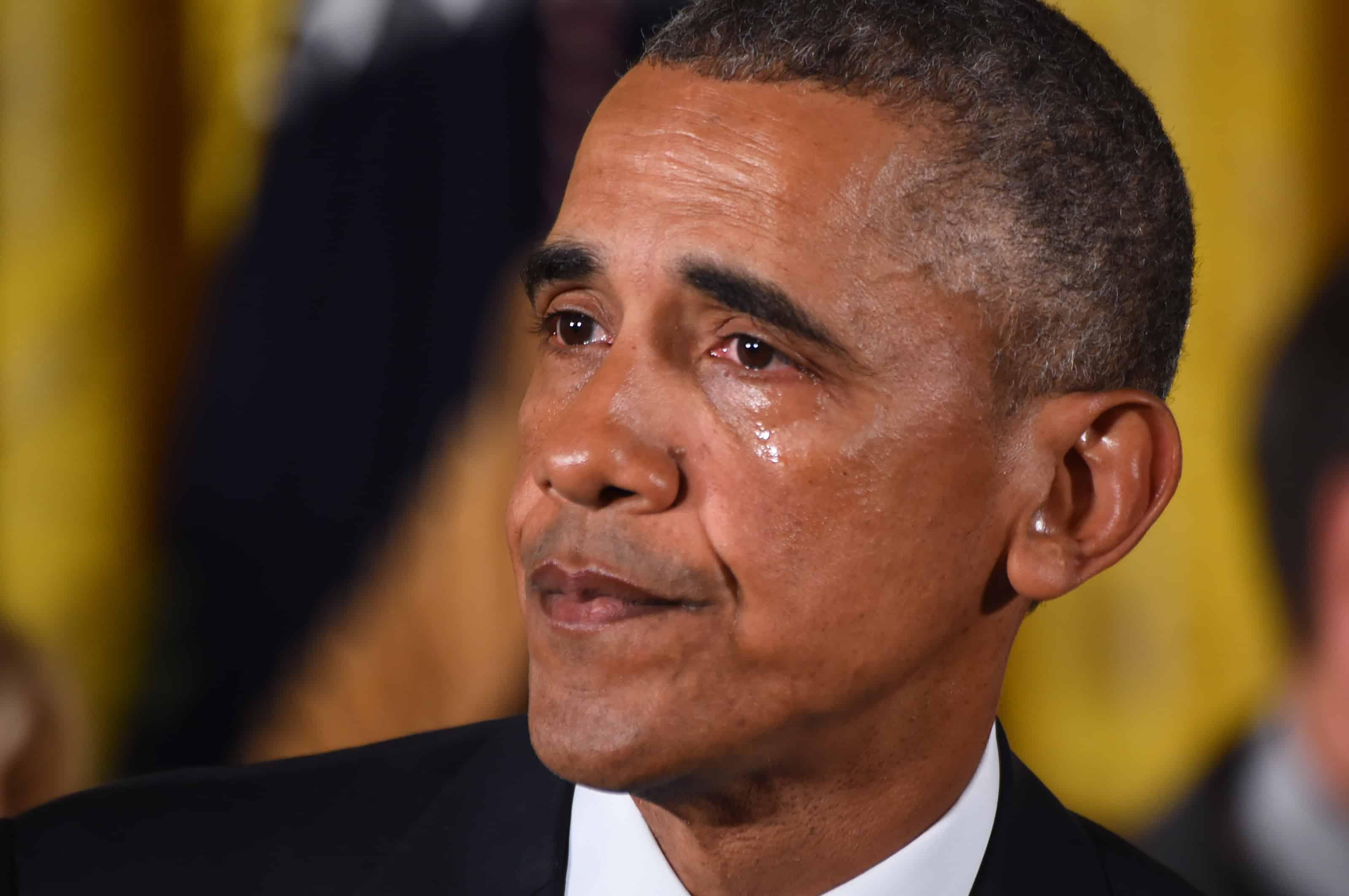 Obama weeps as he speaks on gun control