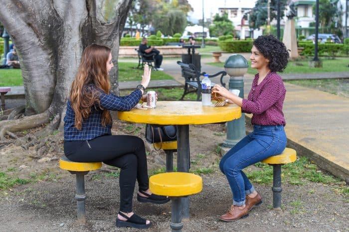 Melissa Jiménez and Carolina Zúñiga eating their delicious sandwiches. Alberto Font/The Tico Times