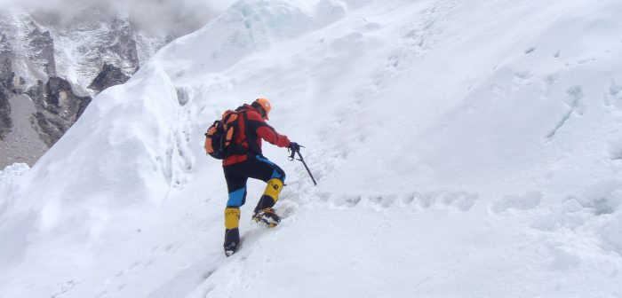 Warner Rojas during one of his marvelous climbs. [Via www.warnerrojas.com]