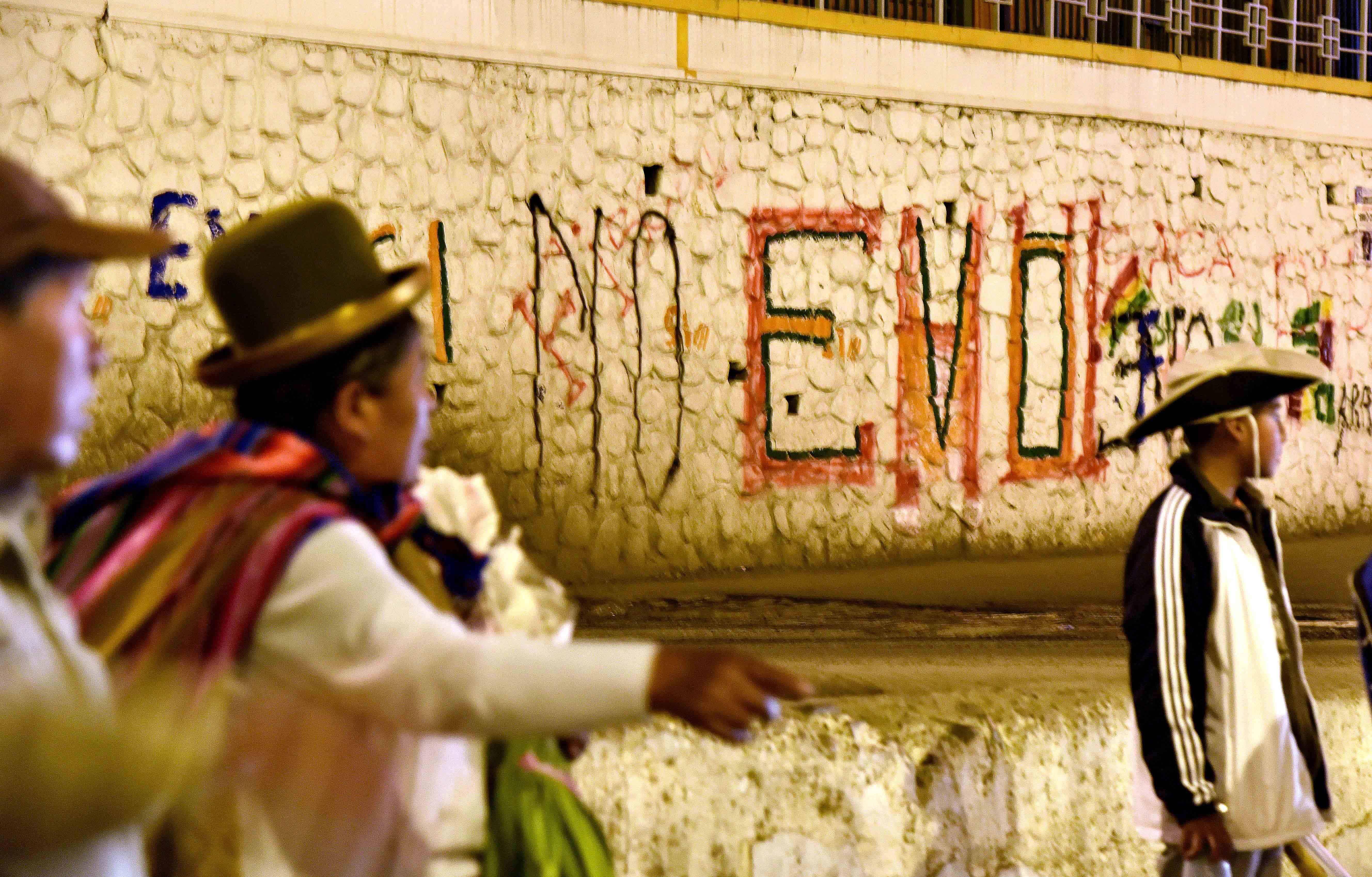 Evo Morales referendum graffiti in Bolivia