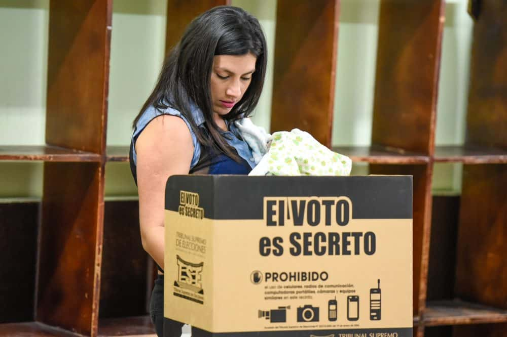 A woman votes at the República del Perú school in San José in municipal elections.