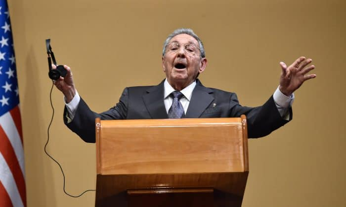 Obama in Cuba | Raúl Castro gestures during a press conference
