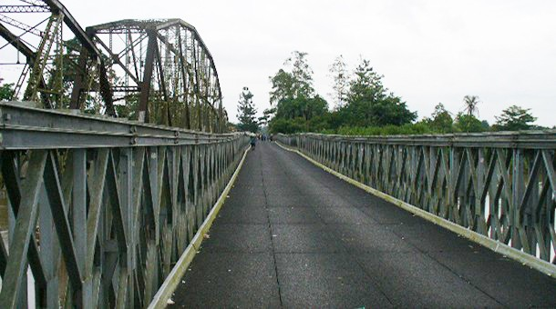 Construction should begin in June on a new Costa Rica-Panama bridge to replace this one at Sixaola.