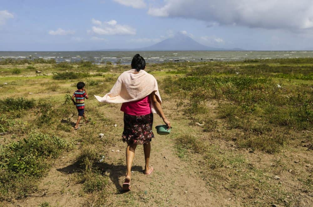 A woman walks with her son in Obrajuelo, on the shores of Lake Cocibolca | Nicaragua Canal