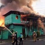Fire destroys Black Star Line building, a Limón landmark