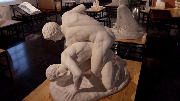 Sculpture of two men wrestling