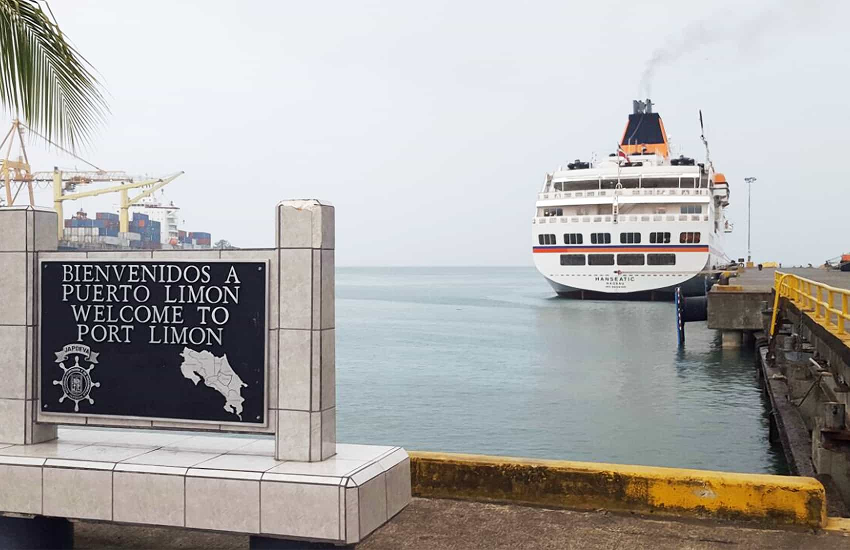Hanseatic cruise ship at Limón dock. May 13, 2016.