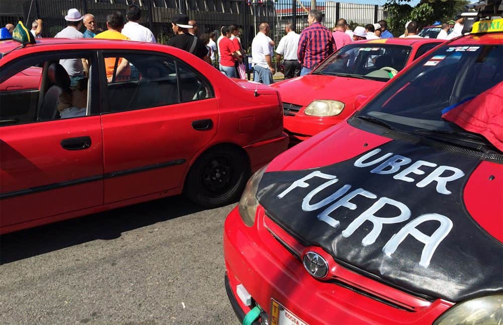 Taxi drivers demonstration in San José.