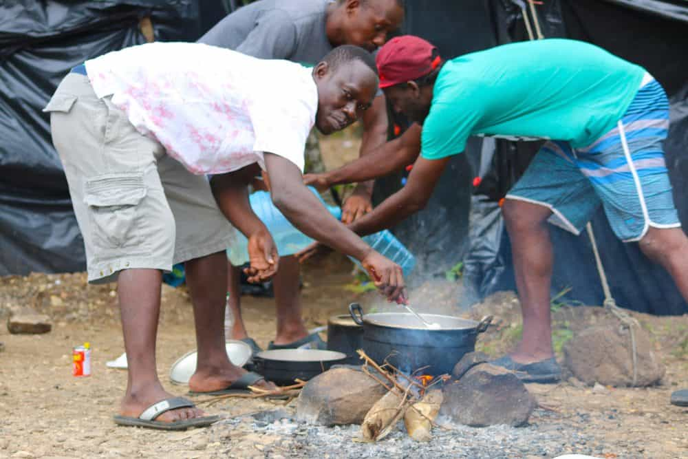 migrants cooking over a fire at Peñas Blancas