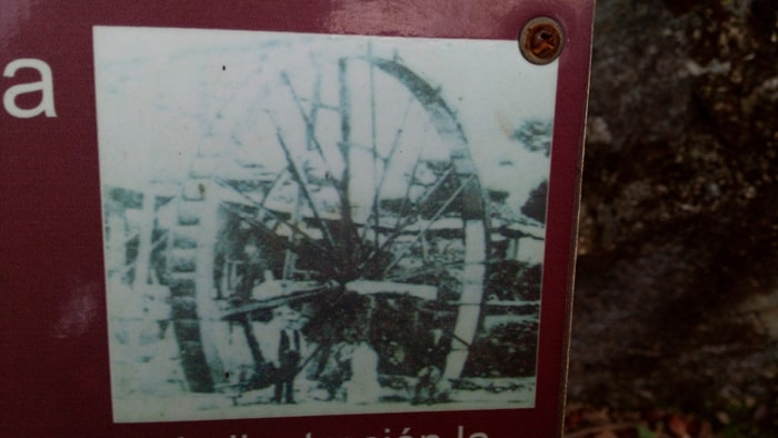 Photo of the hydraulic wheel once attached to this axis.