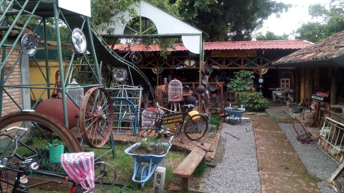 Courtyard at Antiguedades Santa Ana.