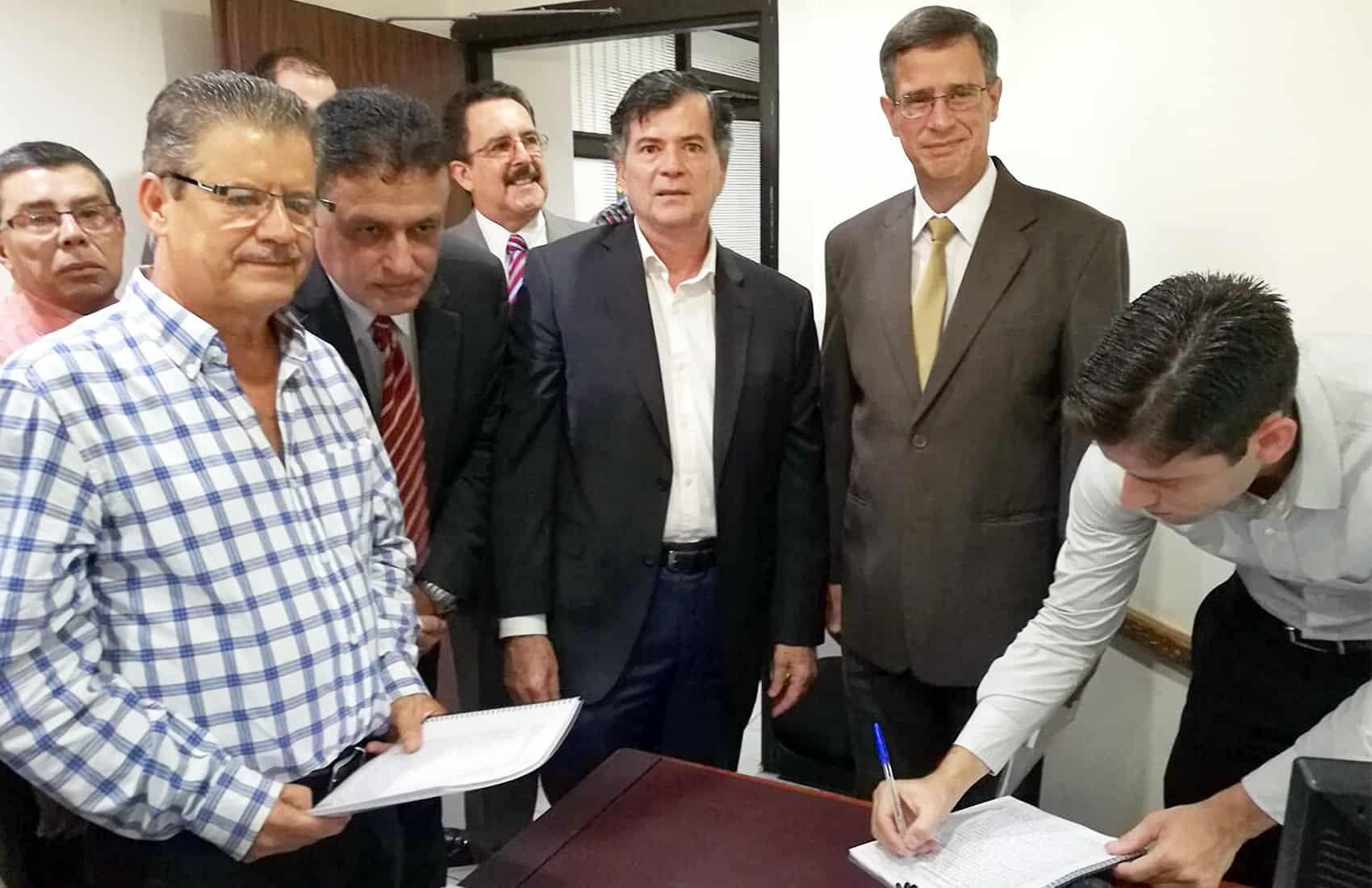 Nueva Constitución CR group files request for referendum. Constitution