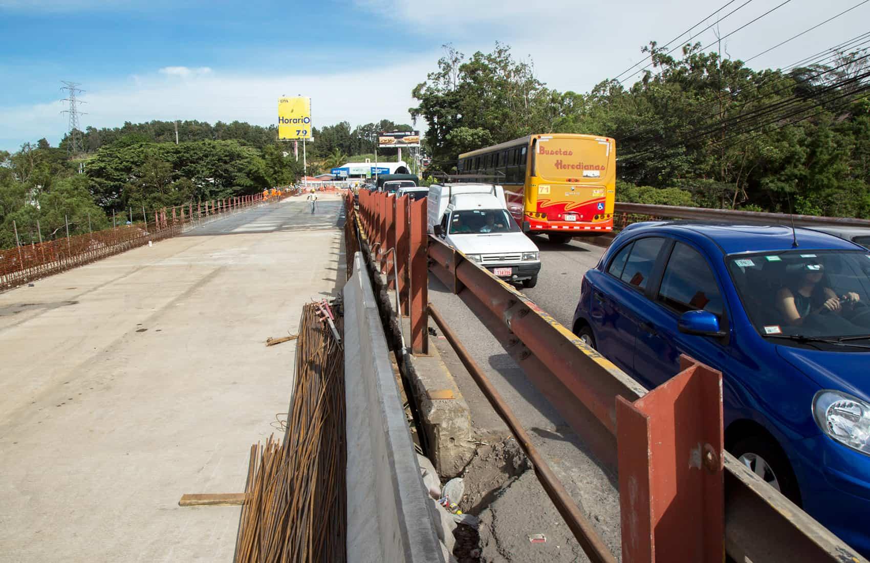 Repair works of public infrastructure. Virilla river bridge.