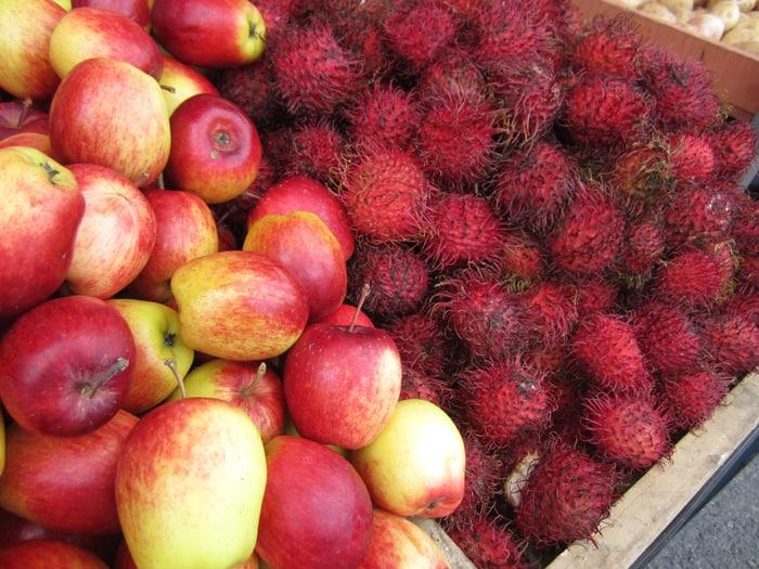 Apples and mamón chino.