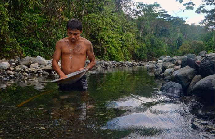 Gold miner in Corcovado.