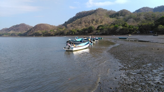 Fishing boats resting at low tide at Costa de Pájaros.