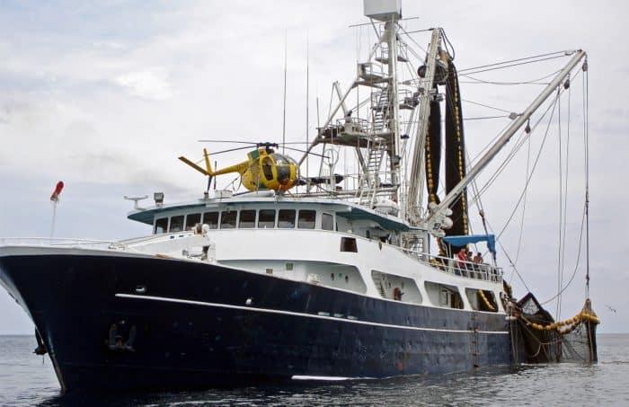 Tuna vessel