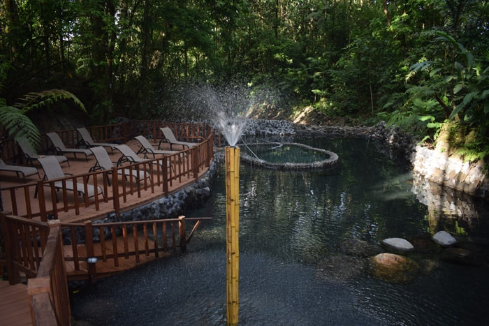 Ecotermales Arenal: The pool is hot, but the water spray is refreshingly cold.