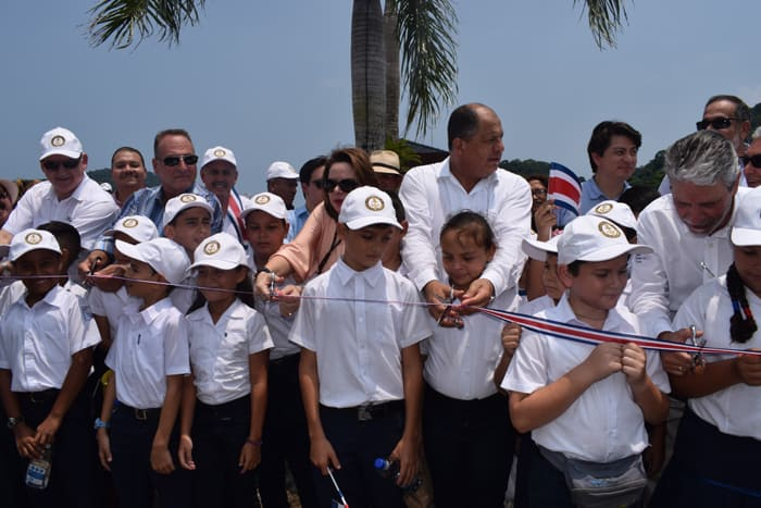 President Luis Guillermo Solís, center right, cut the ribbon for the Golfito Marina Village.