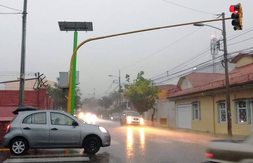 Solar-powered traffic lights in San José.