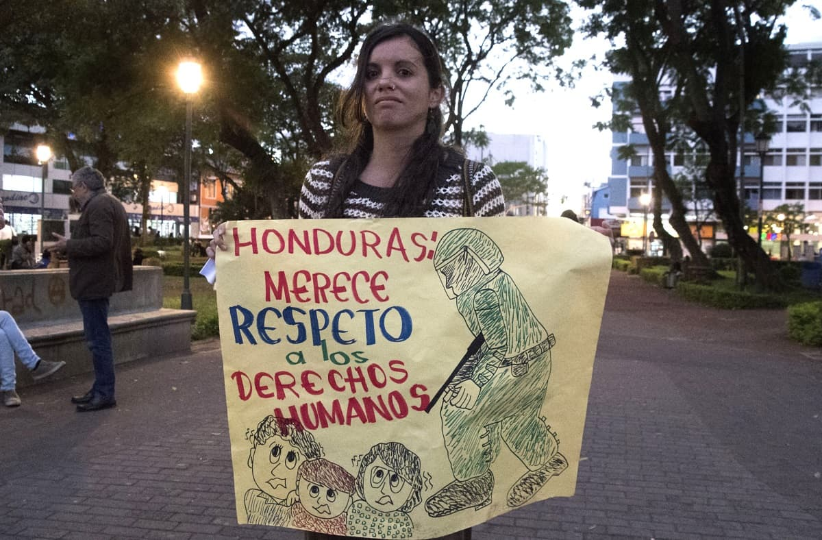 US Backs Re-Election of Honduras President Juan Orlando Hernández