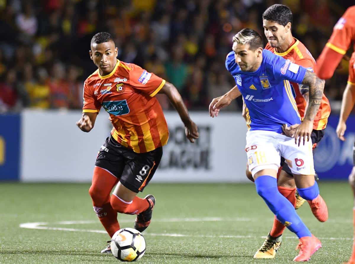 Mexico's Tigres player Ismael Sosa (R) vies for the ball with Costa Rican Herediano Omar Arellano (L) during a Concacaf Champions League football match at the Eladio Rosabal Cordero stadium in San José, Costa Rica, on February 20, 2018.