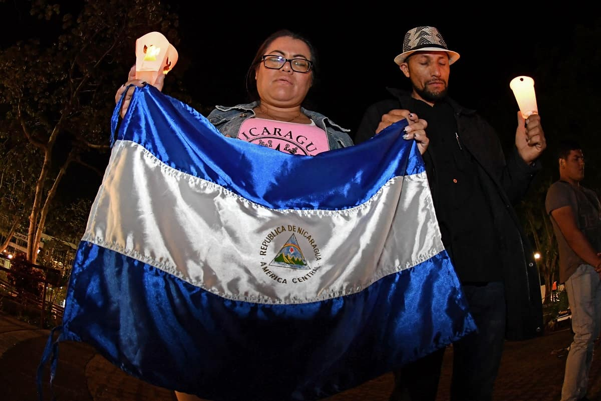 Nicaraguan immigrants living in Costa Rica demonstrate in support of Nicaraguans protesting against government's pension reforms during a vigil at the Plaza de la Democracia in San José on April 28, 2018.